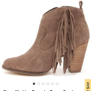 Steve Madden Ponncho Taupe Suede Fringe Booties